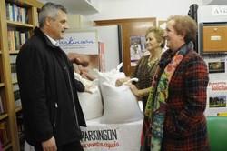 Asoc Parkinson dona legumbres